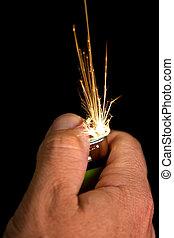 chispas, mano, encendedor, encendiendo
