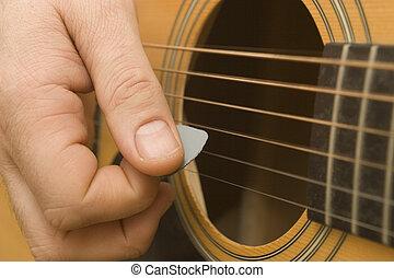 chitarra esegue