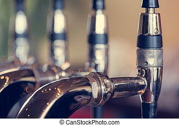 chiudere, birra batte, su