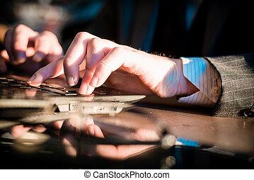 chiudere, dattilografia, quaderno, su, mani