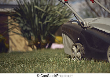 chiudere, house., giardino, nero, equipment., prato, paese, grigio, falciatura, su, moderno, grass-cutter, verde, cura, giardinaggio