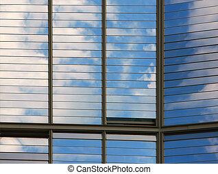 chmury, odbity, okna, od, nowoczesny, biurowiec