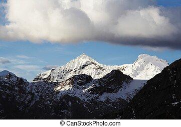 chmury, w, przedimek określony przed rzeczownikami, góra