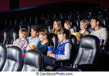 chocado, famílias, observando filme