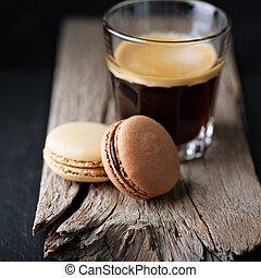 Chocolate and coffee macarons