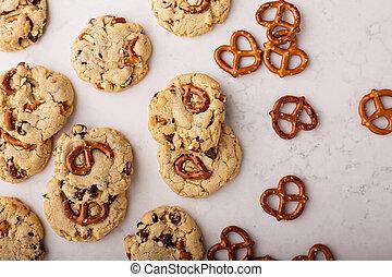 chocolate lasca, e, pretzels, biscoitos, ligado, um, mármore, tabela