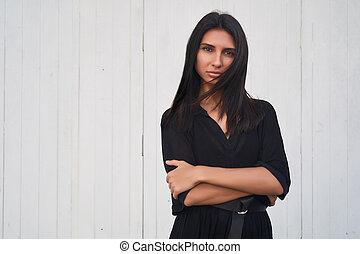 chodząc, doskonały, kobieta, piękno, szykowny, dress., fotografia, makijaż, panoramiczny, brunetka, czarnoskóry, trends., portret, sexy, wzór, dziewczyna