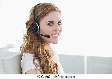 chodząc, kobieta interesu, biuro, słuchawki