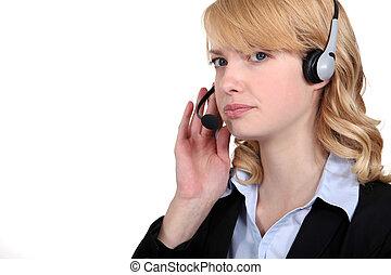 chodząc, kobieta interesu, słuchawki