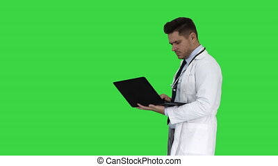 chodząc, pieszy, marynarka, medyczny, chroma, ekran, stetoskop, key., zieleń biała, laptop, człowiek