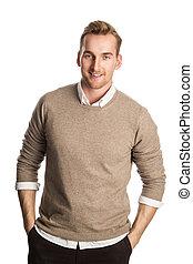 chodząc, uśmiechnięty człowiek, sweter, pociągający