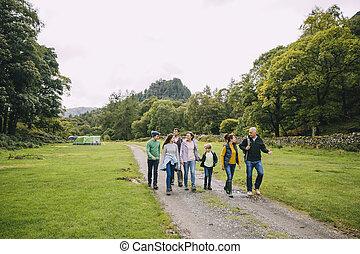 chodzenie, chodzić na piesze wycieczki, po, obozowanie, rodzina