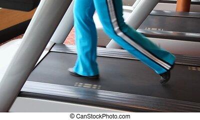 chodzenie, sala gimnastyczna, kobieta, nogi