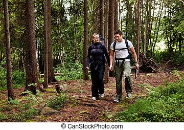 chodzić na piesze wycieczki, para kemping