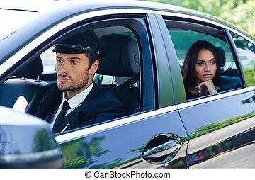 chofer, mulher carro, montando