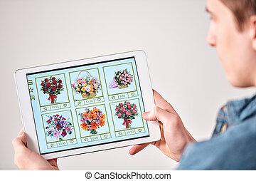 Choosing flower bouquet for girlfriend