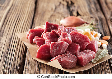 Chopped raw red meat with herbs and garlic