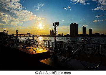chopraya, fiets, silhouette, bangkok, rivier, ondergaande zon , thailand