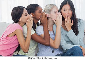 choqué, amis, chuchotement, brunette, top secret