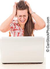 choqué, désinvolte, femme regarde, à, ordinateur portable, because, erreur