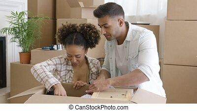 choses, couple, leur, séduisant, nouvelle maison, déballage