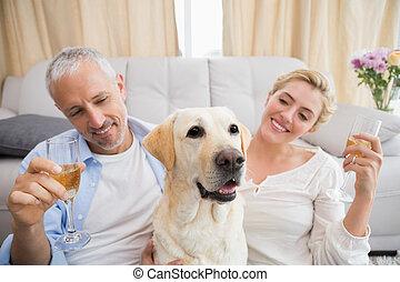 chouchou, couple, chien, leur, boire, champagne, heureux