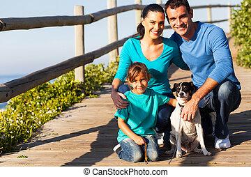 chouchou, jeune famille, chien