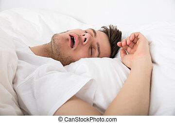 chrapanie, zmęczony, młody mężczyzna