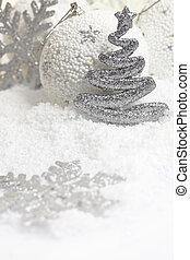christbaumkugeln, weiß, verschneiter , hintergrund