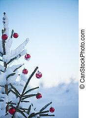 christmas balls on tree - christmas red balls on pine tree...