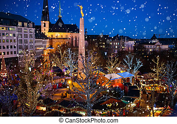 Christmas market. Winter fair with tree and lights. -...