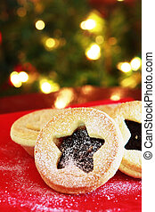 Christmas Mince Pies - Christmas mince pies on a red napkin ...