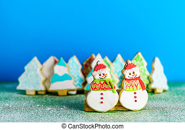 Christmas snowmans and trees ont eh background cookies...