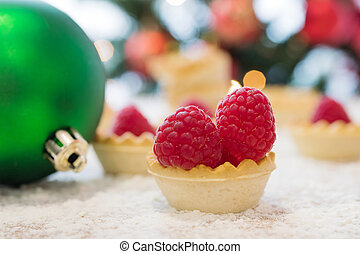 christmas tartlet candy with raspberries