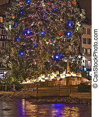 Christmas tree and town maquette in Strassbourg city square ...