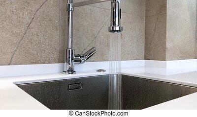 chrome, lavabo, robinet, ouvert