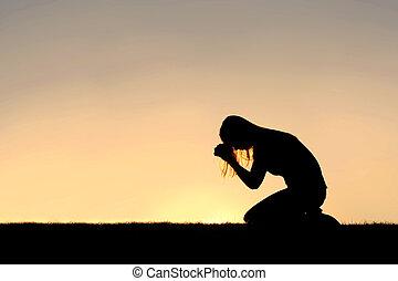 chrześcijanin, kobieta posiedzenie, na dół, w, modlitwa, sylwetka