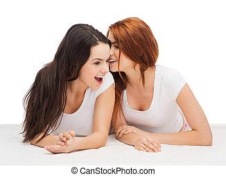 chuchotement, commérage, sourire, filles, deux