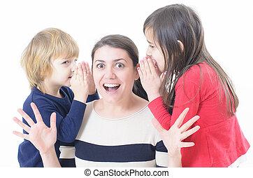chuchotement, deux enfants