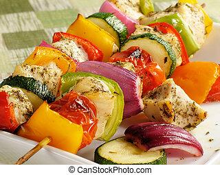 churrasquinhos galinha, coloridos