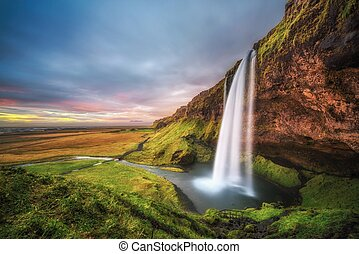 chute eau, coucher soleil, seljalandsfoss, islande