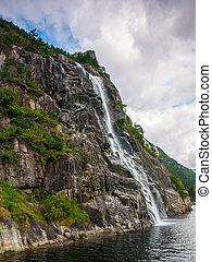 chute eau, dans, les, norvégien, fjords