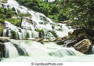 chute eau, dans, profond, forêt, de, thaïlande