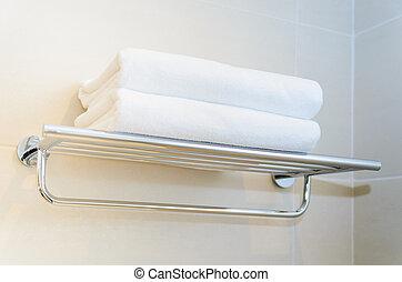 chuveiro, prateleira, toalhas