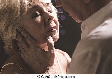 chwile, podczas, starsza para, intymny