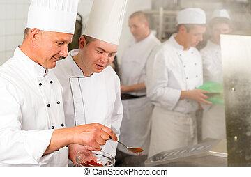 cibo, chef, aggiungere, cuoco, professionale, spezia, cucina