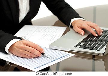 cicatrizarse, de, empresa / negocio, mujer, manos, working.