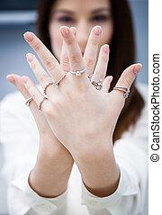 cicatrizarse, de, hembra entrega, con, anillos