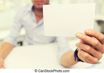 cicatrizarse, de, hombre de negocios, con, blanco, papel, en, oficina