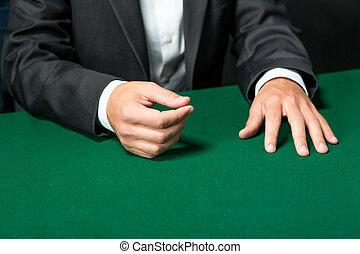 cicatrizarse, de, manos, de, jugador, sentado, en, el, póker, tabla